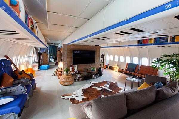 Dormire in un aereo trasformato in appartamento ad for Dormire ad amsterdam economico