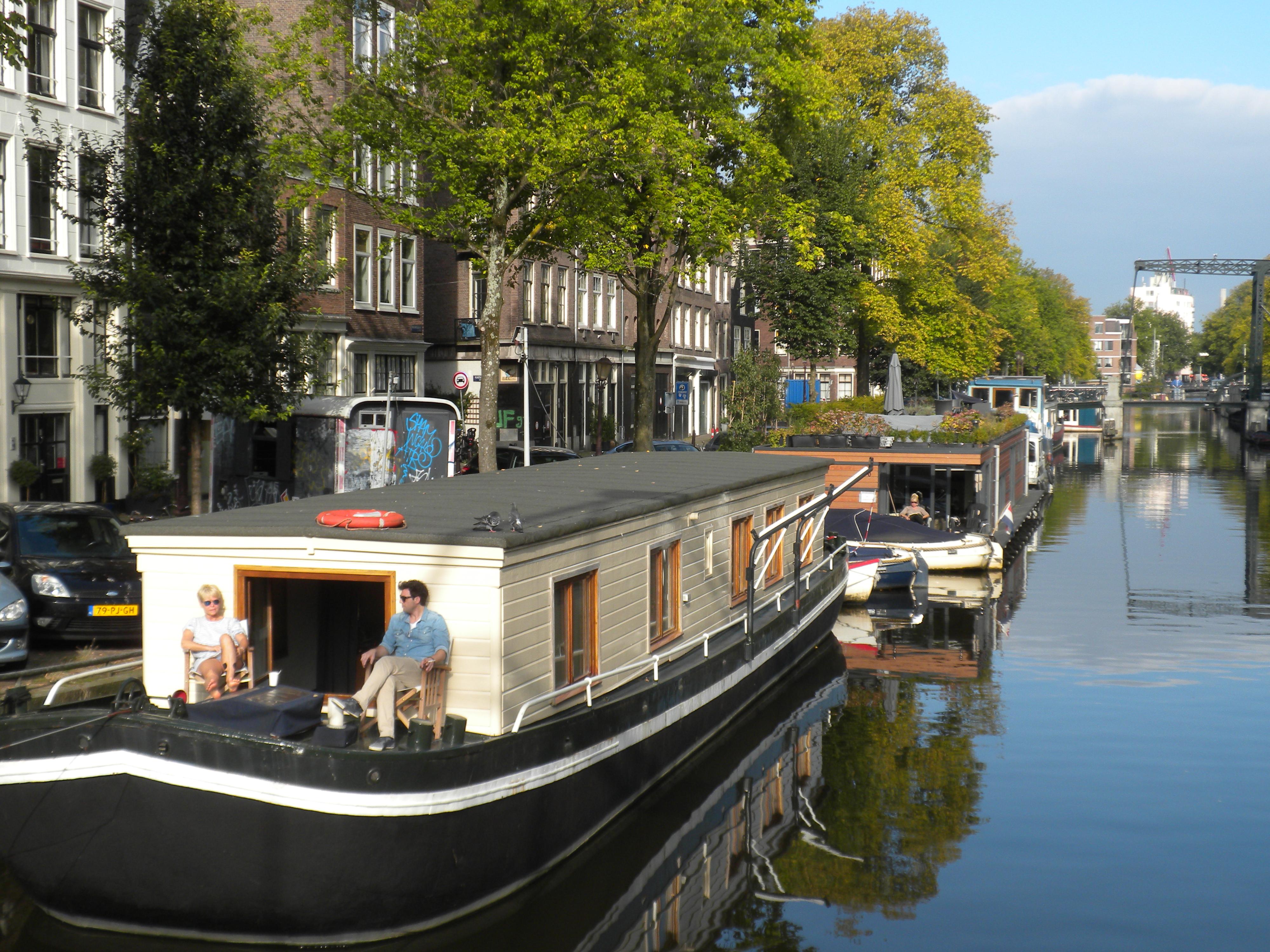 il mondo segreto di una casa barca le houseboats di amsterdam
